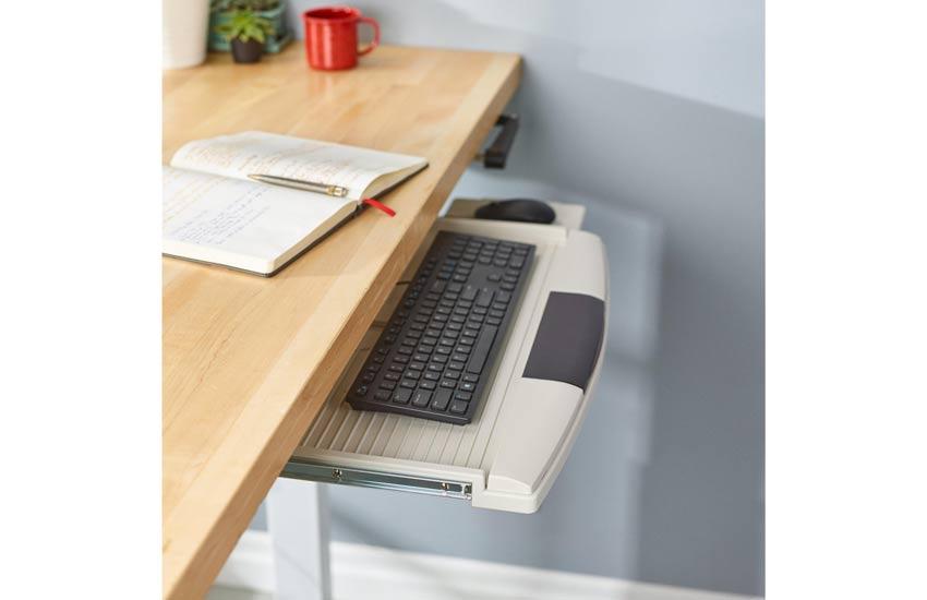 میز و صندلی کامپیوتر، سینی صفحه کلید